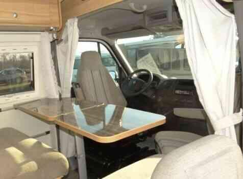 camping-car FONT VENDOME MASTERVAN  intérieur  / coin cuisine