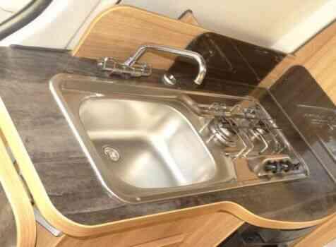 camping-car FONT VENDOME MASTERVAN  intérieur / salle de bain  et wc