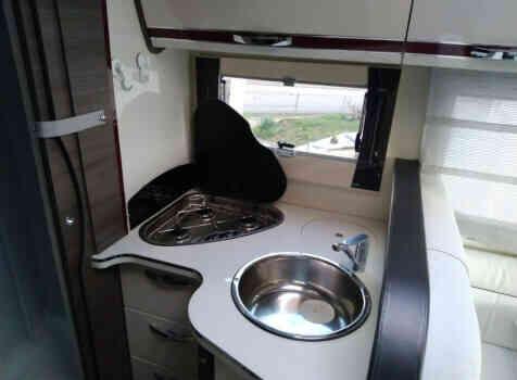 camping-car MC LOUIS NEVIS 79 KARAT   intérieur / salle de bain  et wc