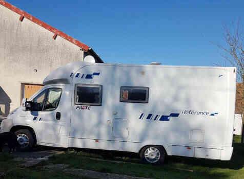 camping-car PILOTE REFERENCE  P 670 PREMIUM  extérieur / latéral droit