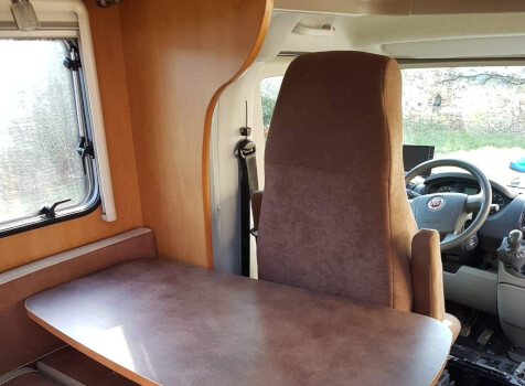 camping-car PILOTE REFERENCE  P 670 PREMIUM  intérieur  / coin cuisine