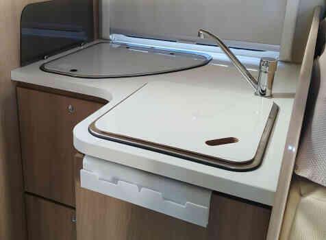 camping-car CI MAGIS 65 XT  intérieur / salle de bain  et wc
