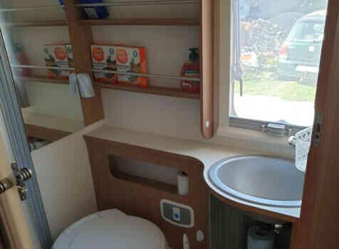 camping-car ADRIA MATRIX AXESS M 670 SC  intérieur