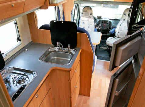 camping-car ADRIA CORAL 670 SK  intérieur / salle de bain  et wc
