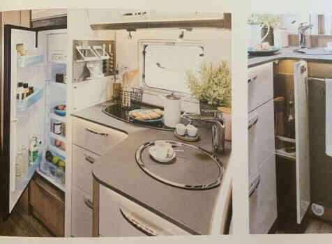camping-car BURSTNER LYSEO CLASSIC TD 744  intérieur  / coin cuisine