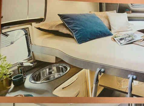 camping-car BURSTNER LYSEO CLASSIC TD 744  intérieur / couchage principal