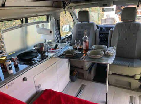 camping-car VOLKSWAGEN CALIFORNIA T6 ORIGINS  intérieur  / coin cuisine