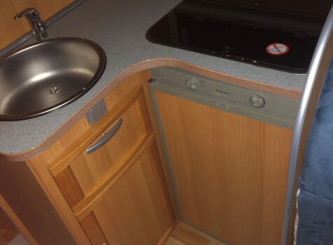 camping-car MC LOUIS STEEL 464  intérieur / salle de bain  et wc