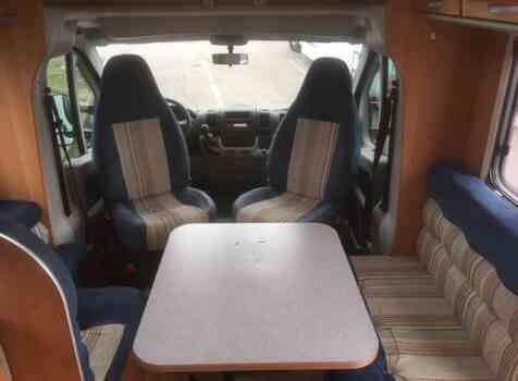 camping-car MC LOUIS STEEL 464  intérieur  / coin cuisine
