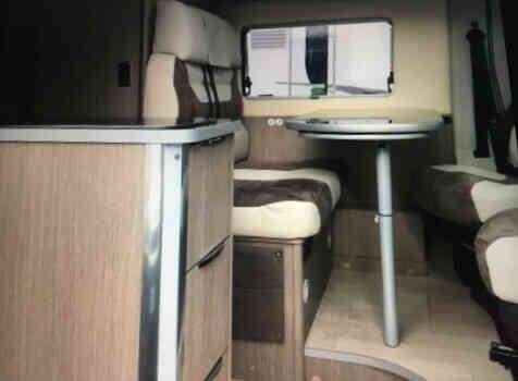 camping-car CHALLENGER V114 MAX VANY    intérieur / salle de bain  et wc