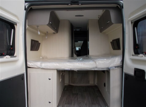 camping-car CHALLENGER V114 MAX VANY    intérieur / couchage principal