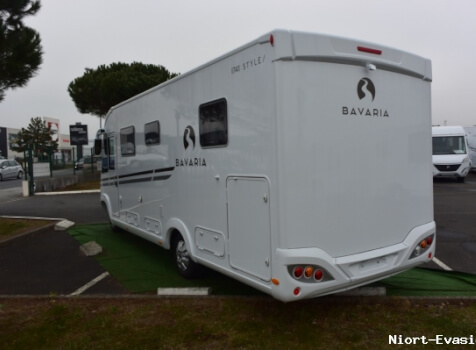 camping-car BAVARIA 741 LC  extérieur / latéral droit