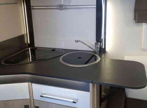 camping-car CHALLENGER 378 XLB GRAPHITE EDITION  intérieur / salle de bain  et wc