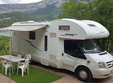 camping-car RIMOR SUPERBRIG 677  extérieur / latéral gauche