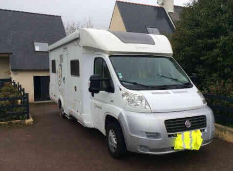 camping-car BAVARIA T710 LG  extérieur / latéral gauche