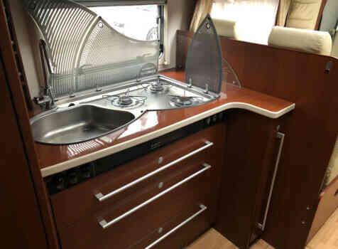 camping-car DETHLEFFS GLOBETROTTER  intérieur / salle de bain  et wc
