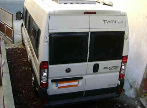 camping-car ADRIA TWIN 640 SLX  extérieur / arrière