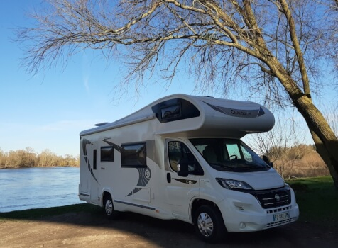 camping-car CHAUSSON C 656  extérieur / latéral gauche