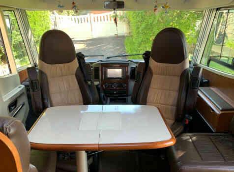 camping-car RAPIDO 991 M  intérieur  / coin cuisine