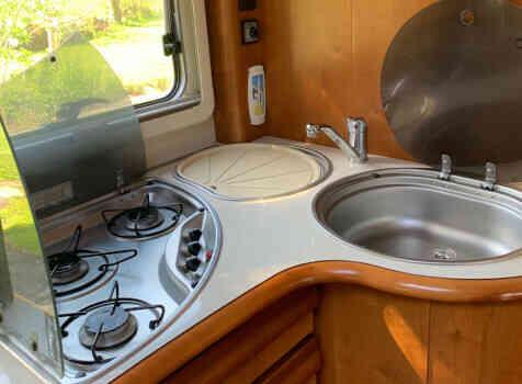 camping-car RAPIDO 991 M  intérieur / salle de bain  et wc