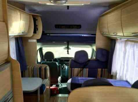 camping-car AUTO ROLLER MAXI 7  intérieur  / coin cuisine
