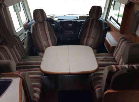 camping-car RAPIDO F 983  intérieur  / coin cuisine