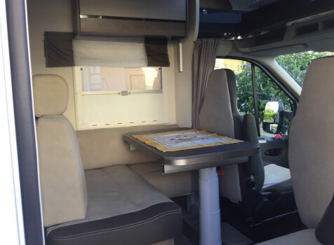 camping-car CHALLENGER 358 GRAPHITE EDITION BVA  intérieur  / coin cuisine