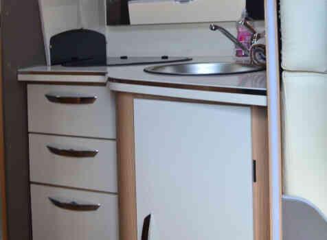 camping-car MC LOUIS MC4 379 G   intérieur / salle de bain  et wc