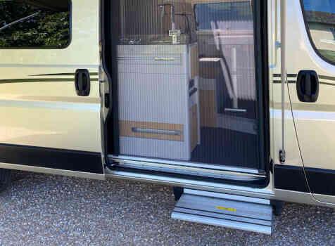 camping-car FONT VENDOME LEADER CAMP  intérieur / salle de bain  et wc