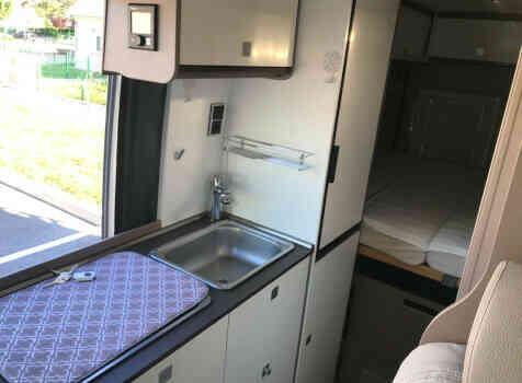 camping-car BURSTNER HARMONY LINE  intérieur / salle de bain  et wc