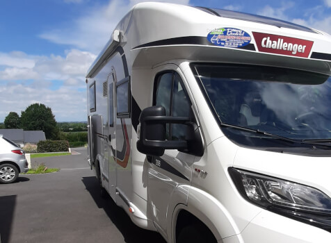 camping-car CHALLENGER 308 VIP  extérieur / latéral gauche