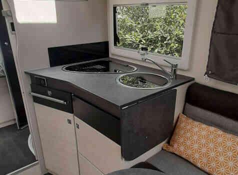 camping-car CHALLENGER 308 VIP  intérieur / salle de bain  et wc