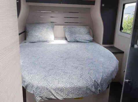 camping-car CHALLENGER 308 VIP  intérieur / autre couchage