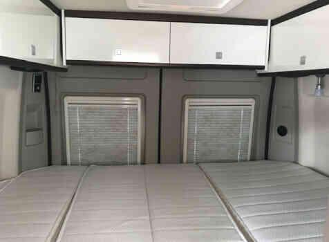 camping-car BURSTNER HARMONY LINE  intérieur  / coin cuisine