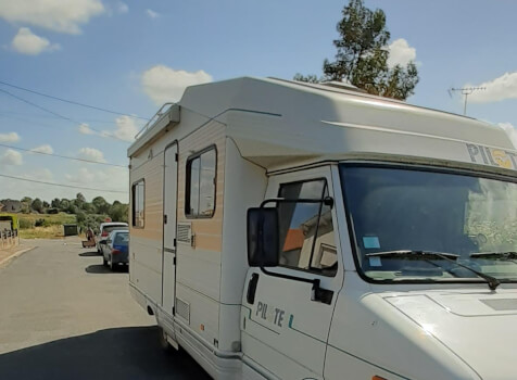 camping-car PILOTE CITROEN C25  extérieur / arrière