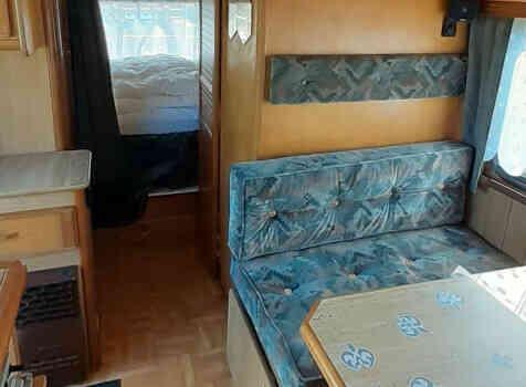 camping-car PILOTE CITROEN C25  intérieur  / coin cuisine
