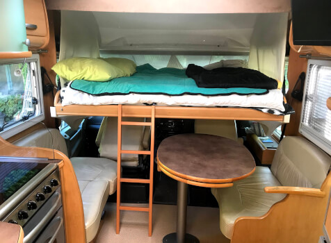 camping-car PILOTE EXPORATEUR  intérieur / autre couchage