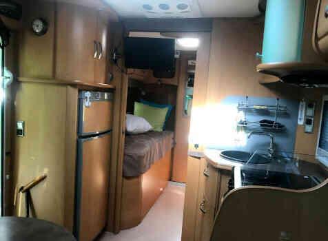 camping-car PILOTE EXPORATEUR  intérieur  / coin cuisine