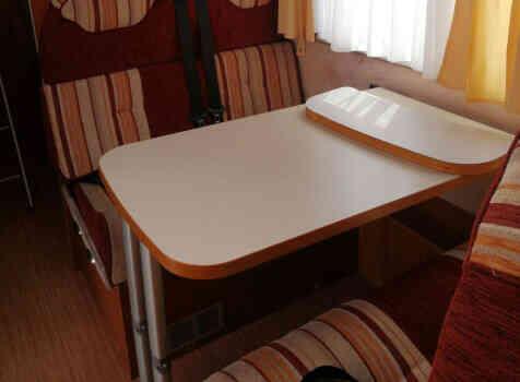 camping-car MC LOUIS STEEL 526 G  intérieur  / coin cuisine