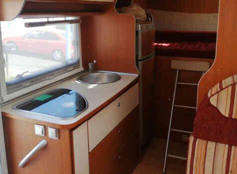 camping-car MC LOUIS STEEL 526 G  intérieur / salle de bain  et wc