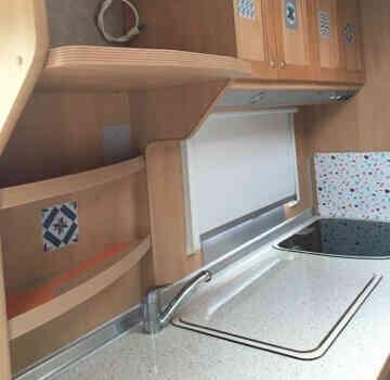 camping-car BURSTNER  intérieur / salle de bain  et wc