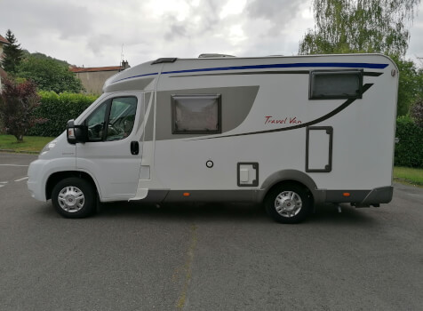 camping-car BURSTNER TRAVEL VAN  extérieur / latéral droit