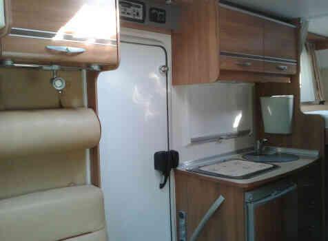 camping-car BURSTNER TRAVEL VAN  intérieur / salle de bain  et wc
