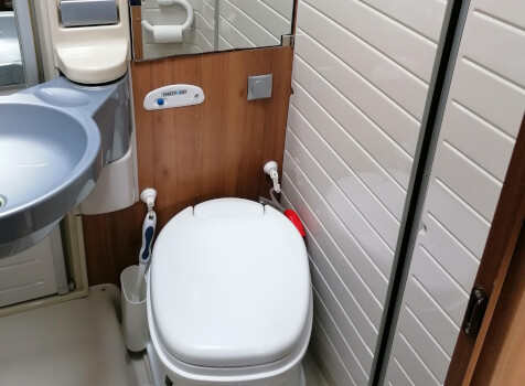 camping-car BURSTNER TRAVEL VAN  intérieur / couchage principal