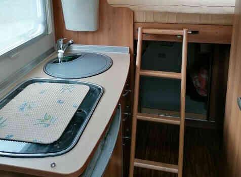 camping-car BURSTNER TRAVEL VAN  intérieur / autre couchage
