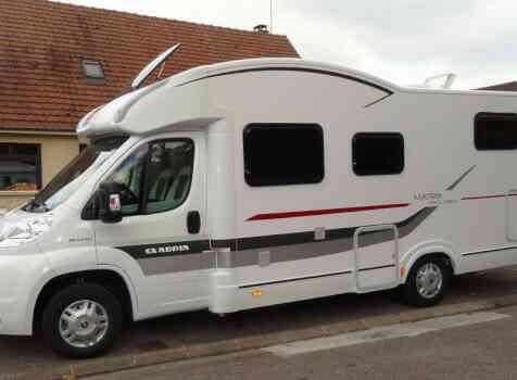 camping-car ADRIA MATRIX AXESS M 680 SL  extérieur / latéral droit