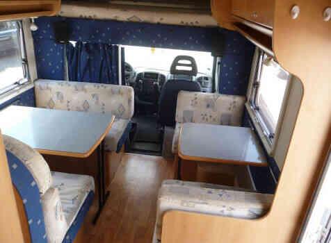 camping-car MC LOUIS TANDY 640MC  intérieur  / coin cuisine
