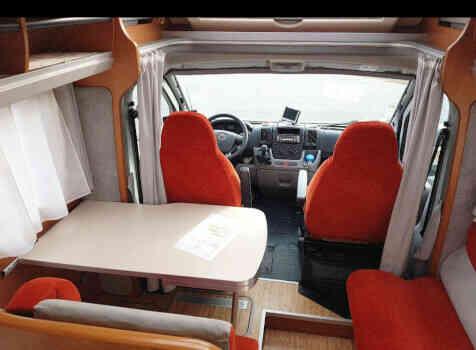 camping-car  BENIMAR PERSEO 540  intérieur / coin salon