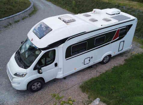 camping-car BURSTNER IXEO TIME IT 734  extérieur / latéral droit
