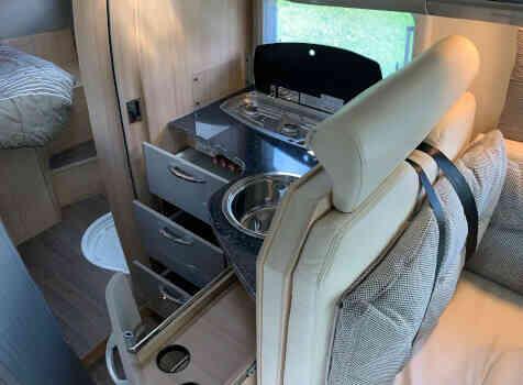 camping-car BURSTNER IXEO TIME IT 734  intérieur / salle de bain  et wc
